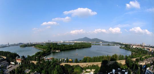 สวนสาธารณะทะเลสาบสวนอู่ (玄武湖公园 : xuan wu hu gong yuan)